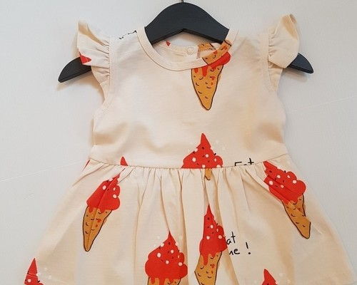 Dress strawberry ice cream